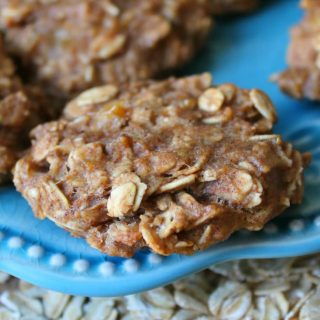 5-Ingredient Peanut Butter Banana Oatmeal Cookies | THM: E