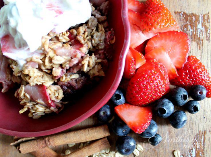 Berry Oatmeal Bake With Fruity Yogurt Topping | THM: E