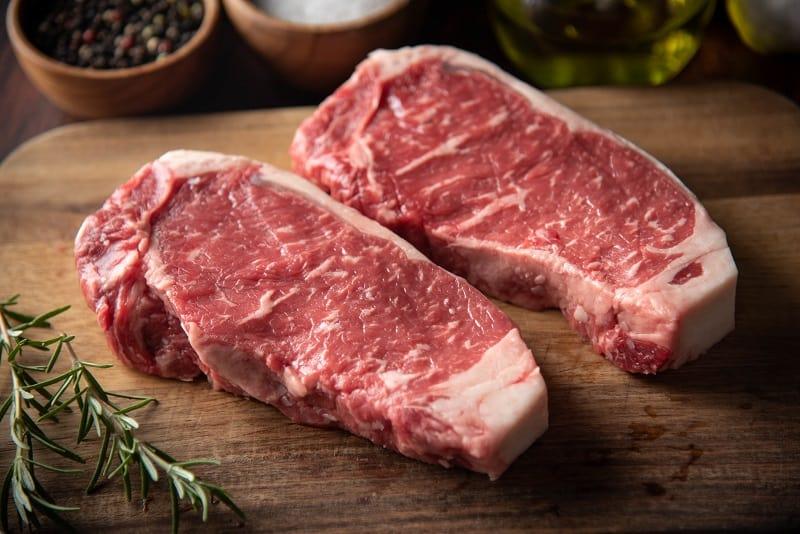 Охлажденное мясо с доставкой на дом: «АТБ» предлагает новую услугу своим покупателям