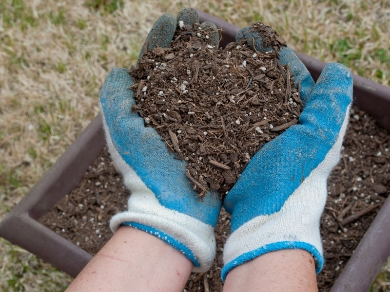 how to properly store a potting soil